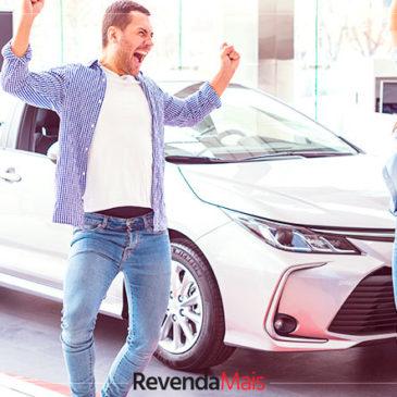 Como garantir a satisfação dos clientes em uma revenda de carros?